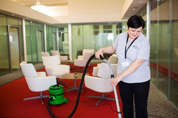 a-good-company-specializing-in-cleaning-service-will-train-their-employees-strictly-following-their-rules