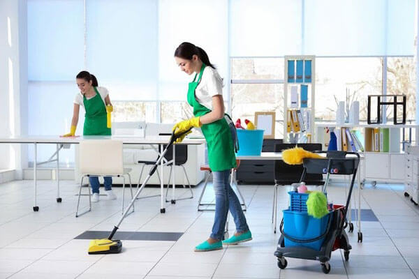 a-professional-cleaner-should-be-well-equipped-with-the-safest-and-most-effective-cleaning-tools
